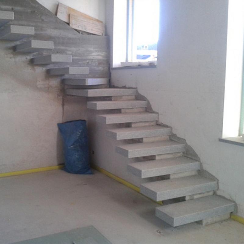 Scala interna con pedate a sbalzo in pietra di luserna - Scale in cemento armato ...